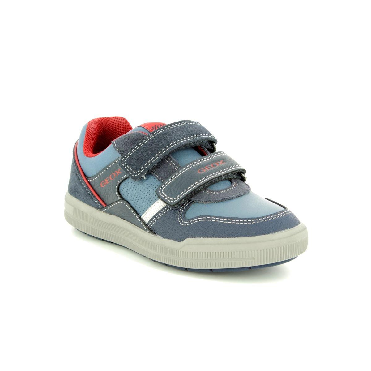 Fugaz Exactamente A gran escala  Geox Boys J Arzach B C Navy / Red Shoe J844AC - £47.99 - A great selection  of from Stampede Shoes